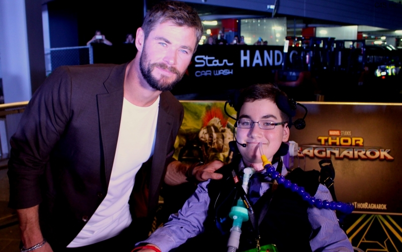 13.10.17 #7 Chris Hemsworth - Thor with Samuel